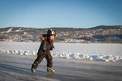 Child ice skating on lake Mjøsa