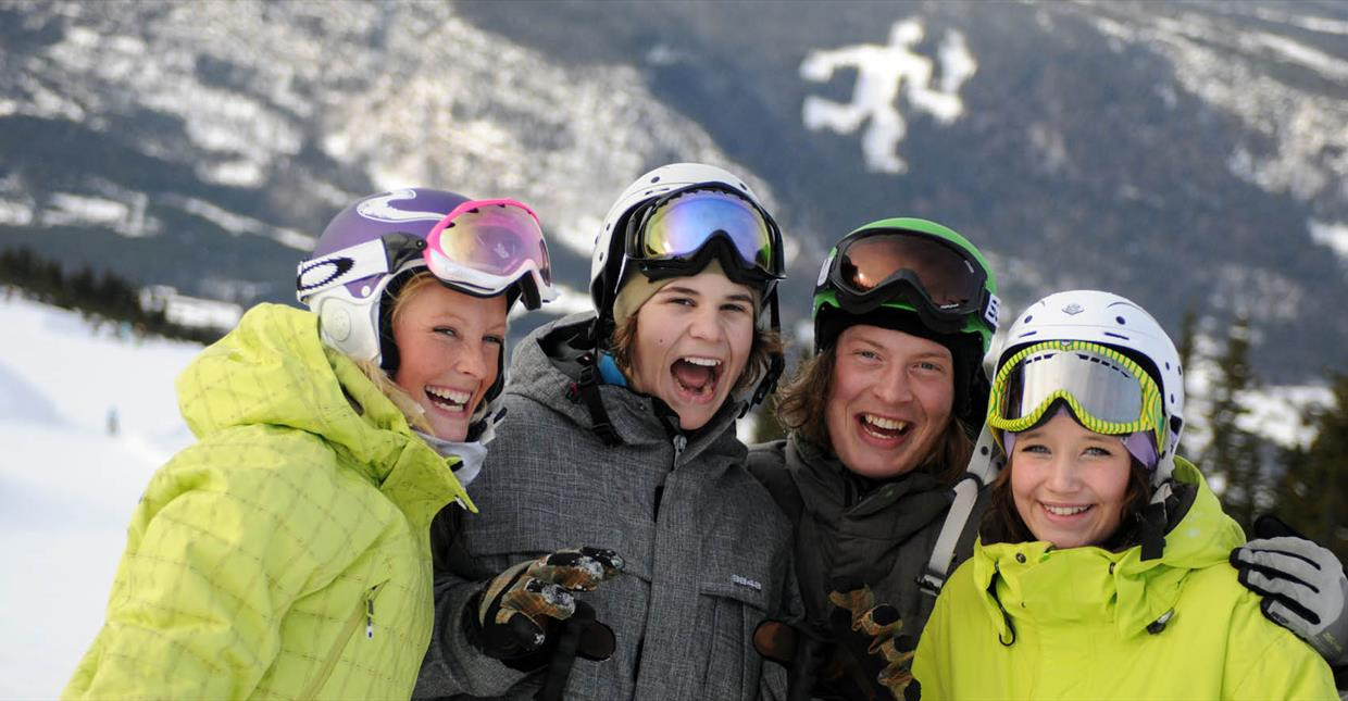 Alpine Skiing in Hafjell, Laughing group of friends