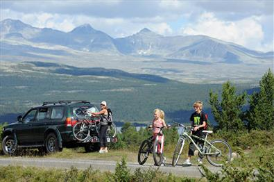 Car parked at side of the road, with views of Rondane