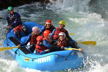 Family rafting in the Otta river | Sjoa Raftingsenter